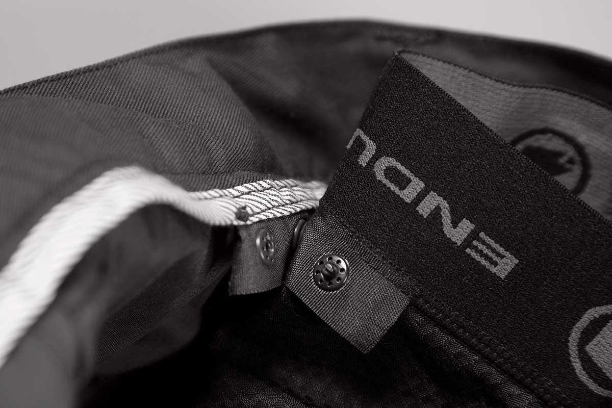 48b42e8e16e Endura Hummvee Chino shorts med indershorts sort - 519,00 ...